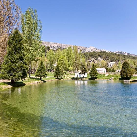 Lago de la piscifactoría Las Fuentes - Sabor Granada