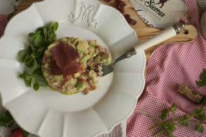 Tartar de tomate y aguacate de la Costa Tropical con ajoblanco y cecina de Graná - Sabor Granada