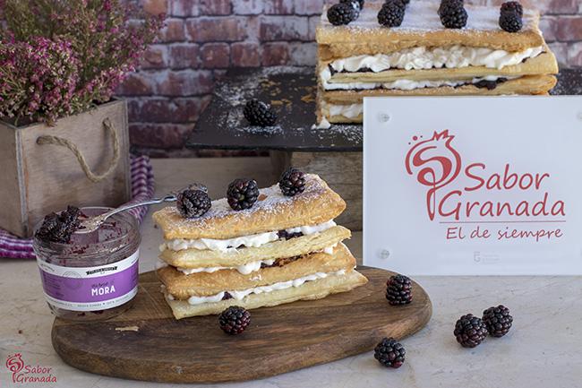Receta para hacer tarta de milhojas de moras - Sabor Granada