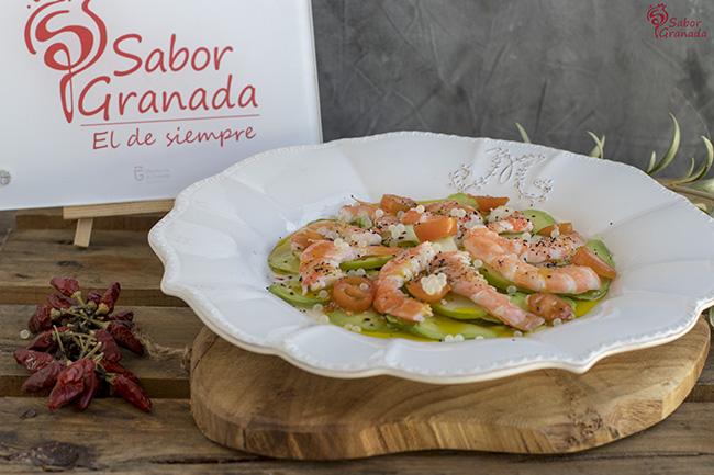 Receta para hacer un carpaccio de aguacate con langostinos y caviar blanco de Sierra Nevada - Sabor Granada
