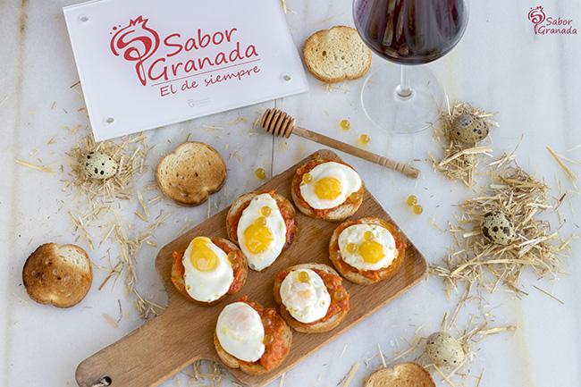 Receta para hacer tosta de sobrasada, huevos de codorniz y perlas de miel - Sabor Granada