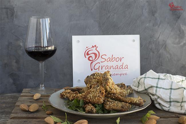 Receta para hacer chuletas de cordero rebozadas en almendras con salsa de yogur - Sabor Granada