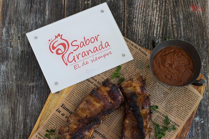 Receta para hacer costillas de cerdo San Pascual con salsa barbacoa - Sabor Granada
