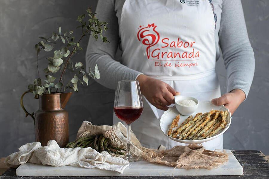 Elaboración de espárragos rebozados al horno - Sabor Granada