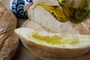 Aceite de Granada en pan - Sabor Granada