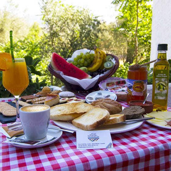 Desayuno en el Restaurante Hotel Puerta Nazarí - Sabor Granada