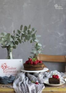 Presentación del pastel de chocolate sin azúcar - Sabor Granada
