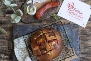 Receta para hacer pan al horno con crema de queso y sobrasada - Sabor Granada