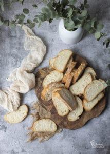 Pan cortado para hacer las torrijas tradicionales - Sabor Granada