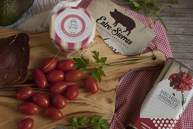 Productos para hacer el tartar de tomate y aguacate - Sabor Granada