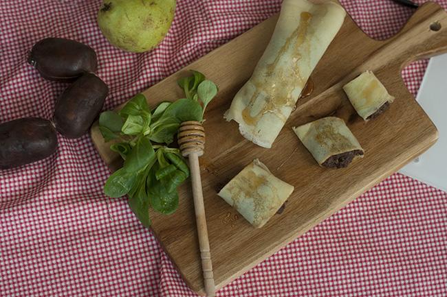 Cómo hacer Crepes de morcilla con pera y miel - Sabor Granada