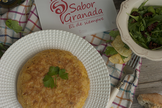 Receta para hacer tortilla de patatas chips - Sabor Granada