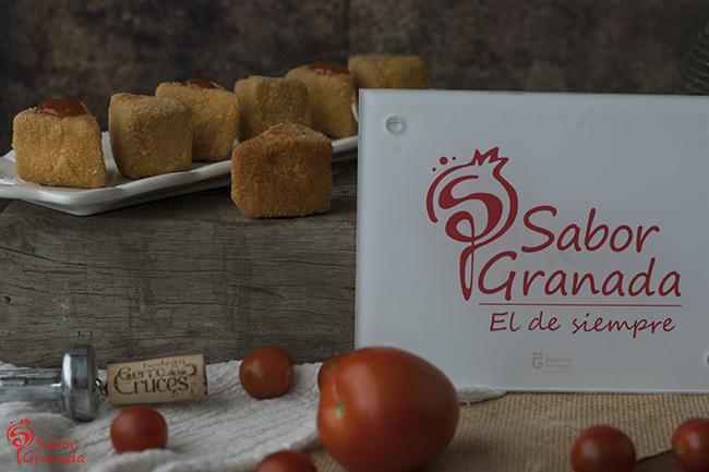 Cómo hacer Triángulos de queso sobre mermelada de tomate - Sabor Granada