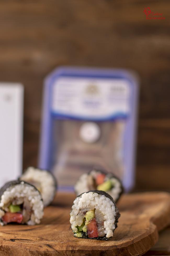 Sushi de sardina con aguacate y fresas - Sabor Granada