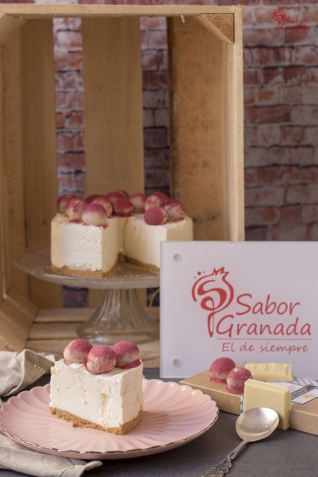 Cómo hacer tarta de queso y chocolate blanco con bombones de frutos rojos - Sabor Granada