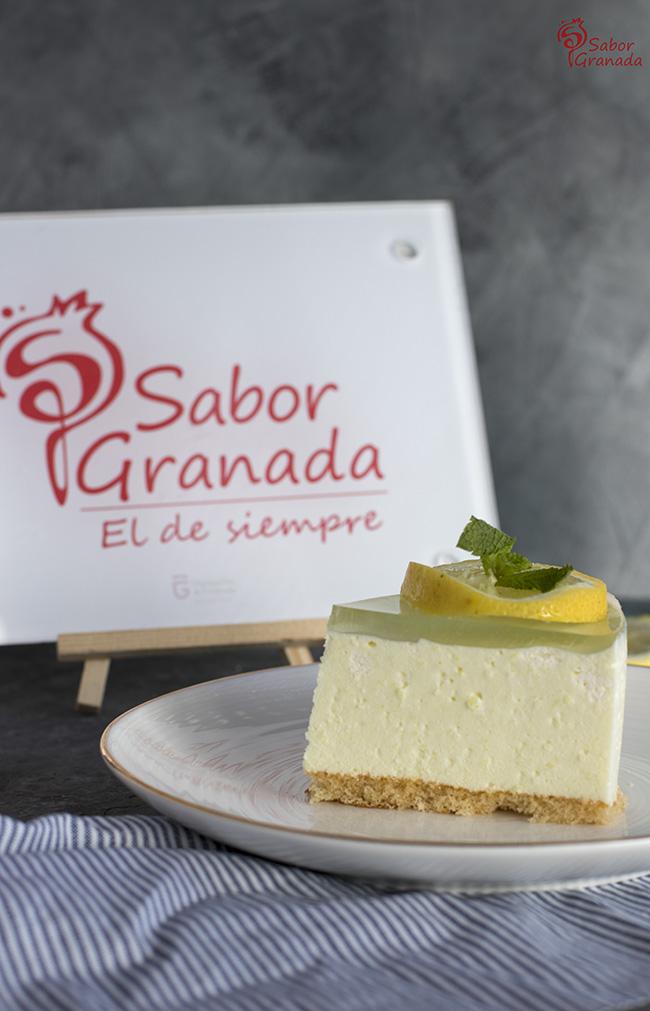 Porción del pastel de Gin Tonic sin alcohol - Sabor Granada