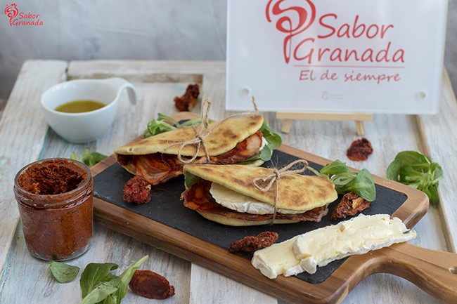 Receta para hacer piadina de chorizo ibérico, queso y paté de tomates secos - Sabor Granada