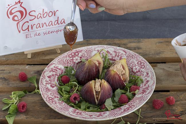 Ensalada de higos rellenos de foie y frambuesas con vinagreta de fresas al cava - Sabor Granada