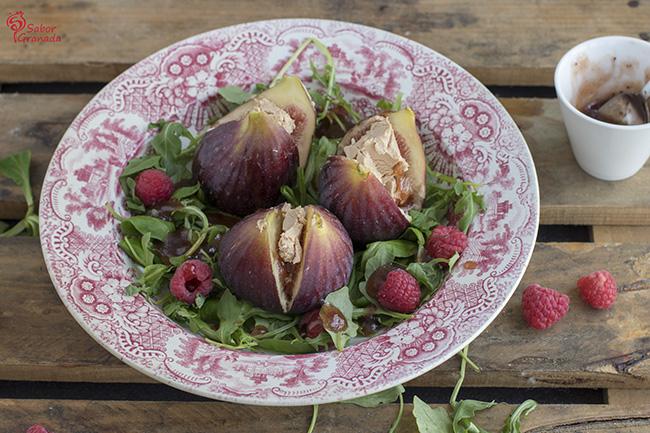 Cómo hacer ensalada de higos rellenos de foie y frambuesas con vinagreta de fresas al cava - Sabor Granada