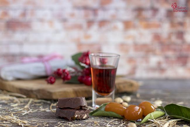 Elaboración del turrón de chocolate y frutos secos con kumquat - Sabor Granada