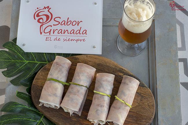 Rollitos de jamón cocido con queso azul y chutney de calabacín - Sabor Granada