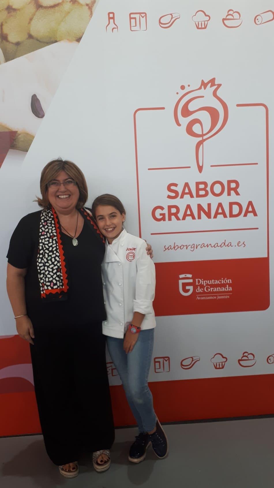 Ana Muñoz, con la protagonista del showcooking y ganadora de Masterchef Junior 5, la granadina Esther Requena en Fermasa