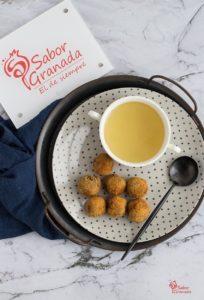 Consomé navideño y croquetas de cocido - Sabor Granada