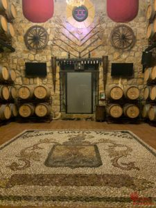 Barriles de vino en la bodega Cuatro Vientos - Sabor Granada