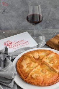 Empanada del lomo curado, queso y huevos - Sabor Granada