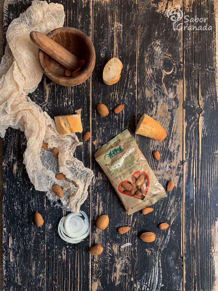 Frutos secos Eyma para la elaboración de la receta de merluza con salsa de almendras - Sabor Granada