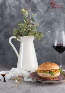 Presentación de las hamburguesas de lentejas con reducción de balsámico - Sabor Granada