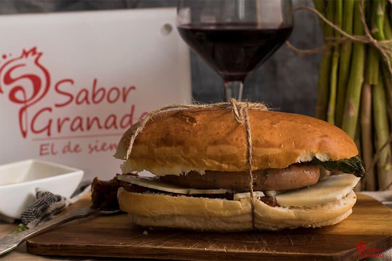 """Hot dog """"Poeta en Nueva York"""" - Sabor Granada"""