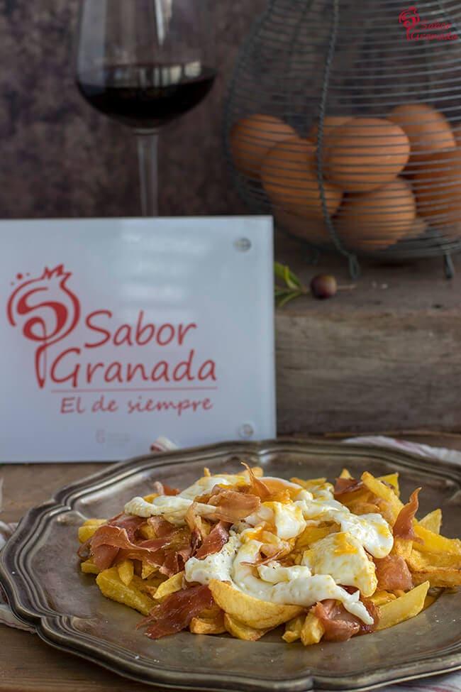 Cómo hacer Huevos camperos con patatas y jamón de la Alpujarra - Sabor Granada