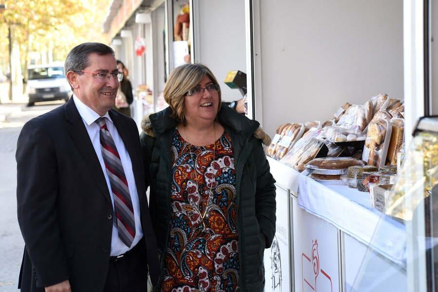 El presidente de la Diputación, José Entrena, y la diputada de Empleo y Desarrollo Sostenible, Ana Muñoz, en la Feria Sabor Granada