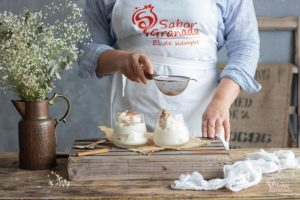 Elaboración de leche rizada. Receta de postre con leche - Sabor Granada