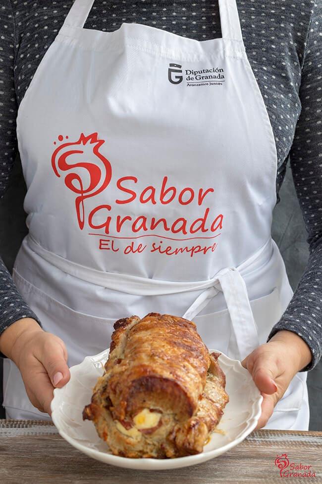 Lomo relleno de jamón, queso y huevo cocido con salsa de champiñones - Sabor Granada