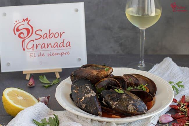Receta para hacer mejillones al Bloody Mary - Sabor Granada