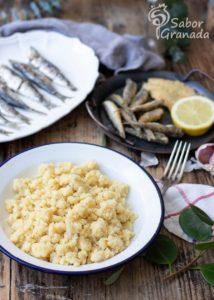 Elaboración de la receta de migas de sémola - Sabor Granada