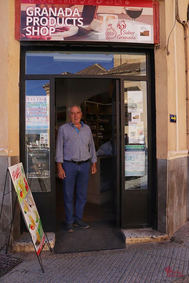 Propietario de la tienda Sabor Granada