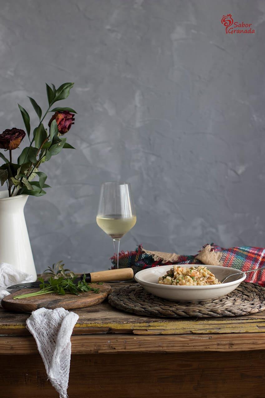 Presentación de esta receta de risotto de langostinos y champiñones - Sabor Granada