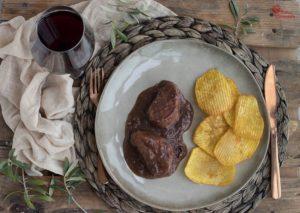 Solomillo al vino semidulce con patatas onduladas - Sabor Granada