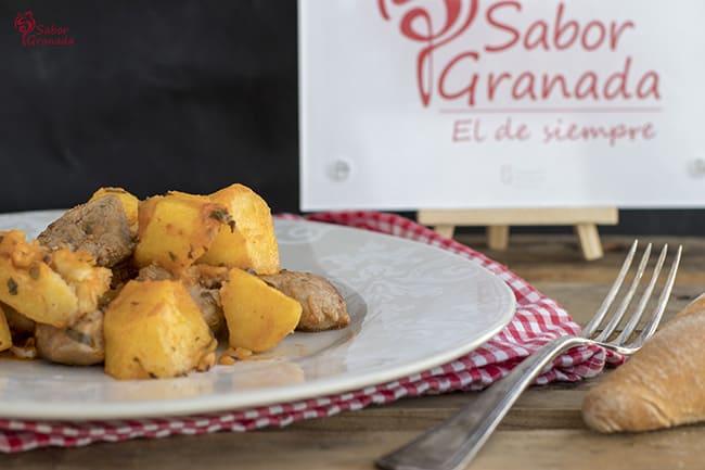 Solomillo con patatas en adobo - Sabor Granada
