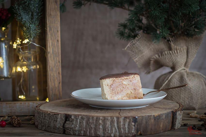Porción de tarta de turrón y café - Sabor Granada