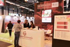 Asistente en el stand de Sabor Granada en el Salón Gourmet 2019