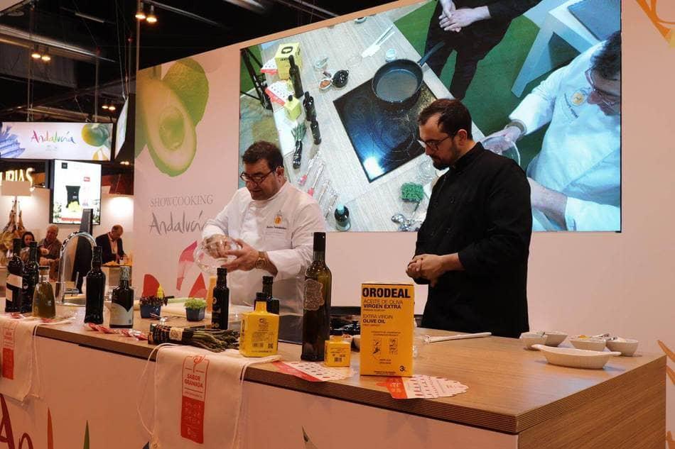 Cocinando en el stand de Sabor Granada en Salón Gourmet 2019 - Sabor Granada