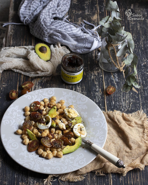 Receta de ensalada de garbanzos con chutney de manzana - Sabor Granada
