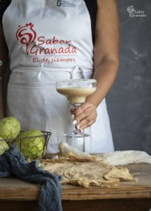 Presentación del cóctel de chirimoya - Sabor Granada
