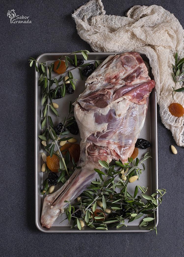 Cordero lojeño para el relleno de esta receta de berenjenas - Sabor Granada