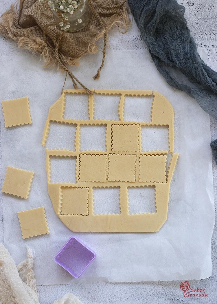 Cortando galletas de mantequilla - Sabor Granada