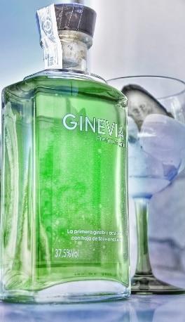 Botella de ginebra de stevia de Ginevia - Sabor Granada